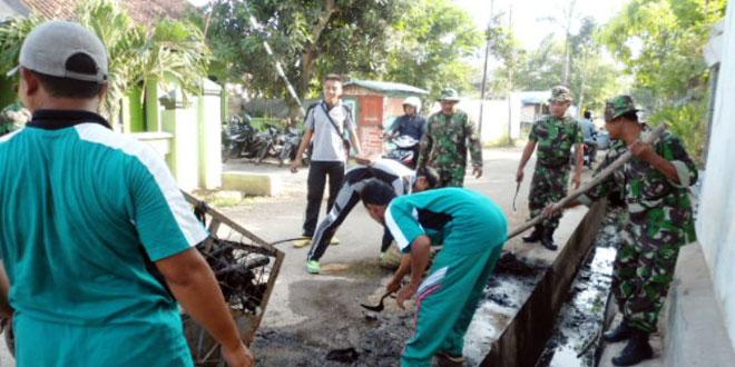 Karya Bhakti Bersih-Bersih Pasar Jepon
