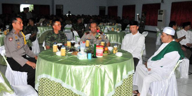 Kapolda Jateng Silaturahmi Dengan Warga Korem 071/WK
