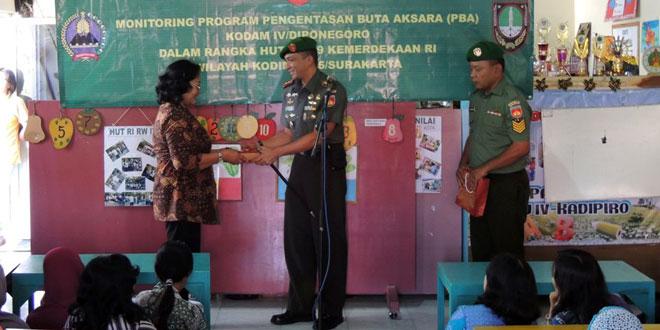 Monitoring Program Pengentasan Buta Aksara (PBA) Kodam IV/Diponegoro Dalam Rangka HUT Kemerdekaan RI Ke-69 Wilayah Kodim 0735/Surakarta