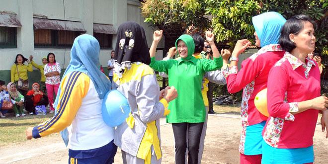 Olahraga bersama Pererat Silaturahmi Persit dan Kowad