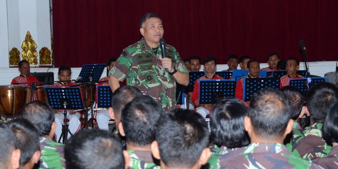 Pangdam IV/Diponegoro Mengecek Latihan Group Musik Harmoni Diponegoro