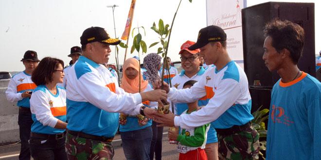 Kodam IV/Diponegoro Dan PT. Phapros Menanam 10.000 Mangrove di Pantai Maron