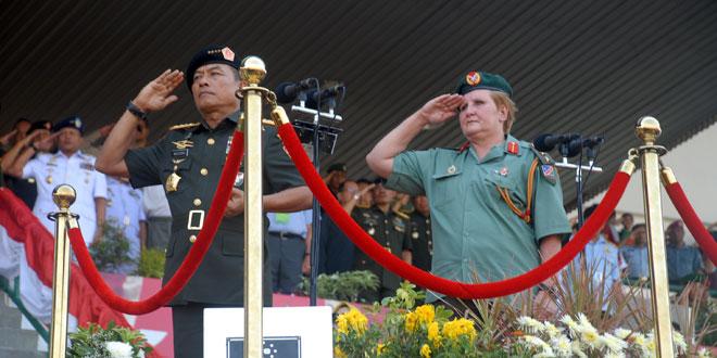 Panglima TNI Membuka Kejuaraan Terjun Payung Militer Internasional di Solo