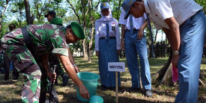 Kodim 0712/Tegal Sukseskan Pembuatan Lubang Biopori