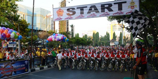 74 Ribu Lebih Peserta Fun Bike Kodam IV Merah Putihkan Simpanglima