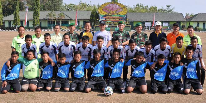 Sepak Bola Rebut Piala Danrem 074 CUP Dan Futzal Suhbrastha Cup