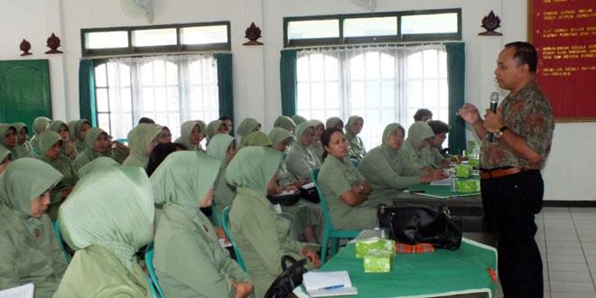 Sosialisasi Kanker Serviks di Persit KCK CAB. XVI Kodim 0701/Banyumas