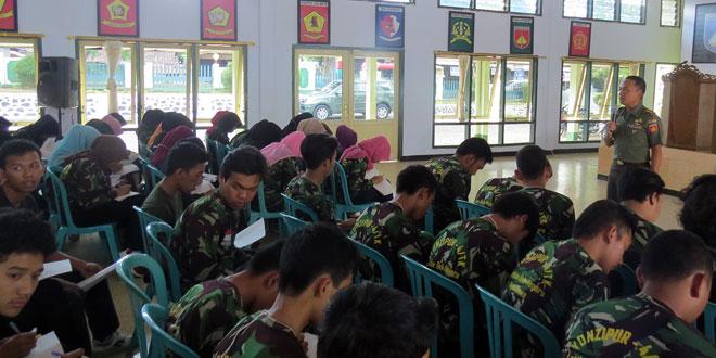 Dandim 0716/Demak Berikan Wasbang Kepada Mahasiswa Universitas Tidar Magelang
