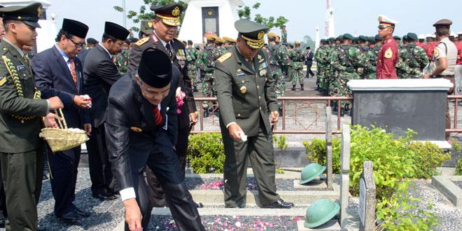 Pangdam IV/Diponegoro Pimpin Ziarah Hari Pahlawan