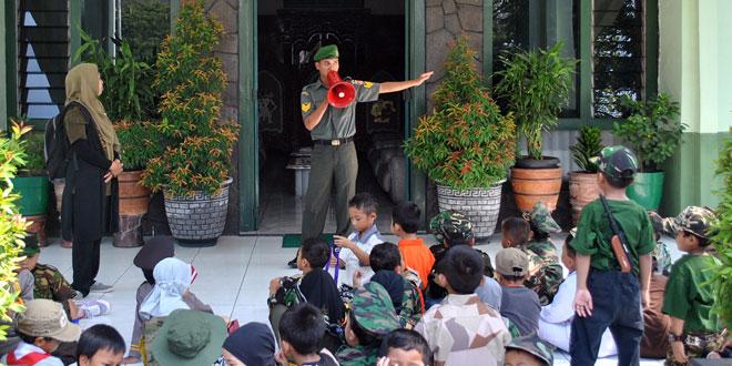 Sekolah Taman Pendidikan Prasekolah Al-Firdaus Kunjungi Korem 074/Warastratama