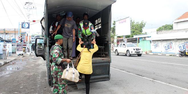 Korem 071/WK dan Jajarannya Bantu Siapkan Kendaraan Pengganti Angkut Penumpang