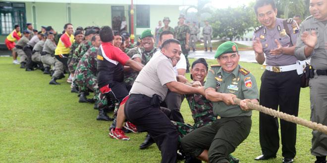 TNI vs Polri Adu Kuat Tarik Tambang dan Balap Karung