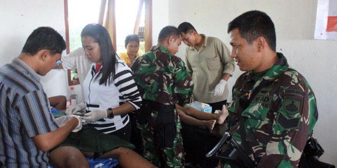 Sinergitas Serbuan Teritorial dalam Kegiatan Sunatan Massal Satgas Pamtas RI-PNG Yonif 400/Raider TA. 2014