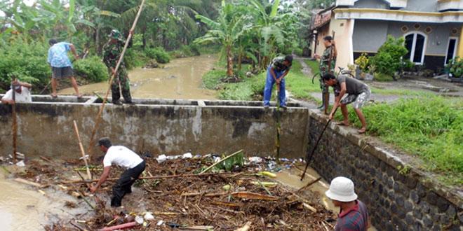 Cegah Banjir Dengan Pembersihan Sungai
