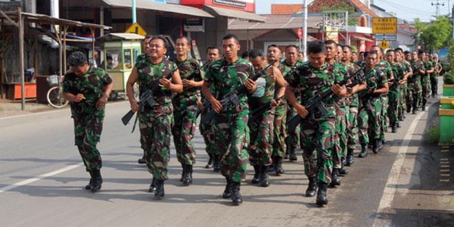 Kegiatan Lari Jalan Kodim Brebes Menggunakan Senjata M16