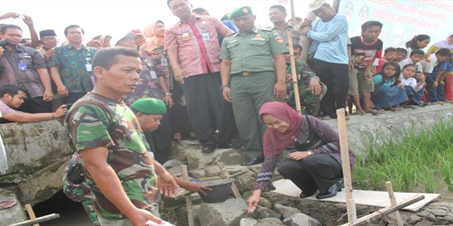Peletakan Batu Pertama Dalam Rangka Perbaikan Jaringan Irigasi di Kabupaten Brebes