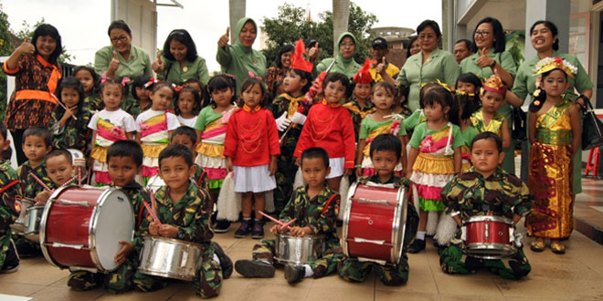 Ketua Persit KCK PD IV/Diponegoro Berkunjung ke TK Kartika III-39