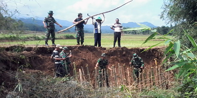 Pembuatan Jalan Darurat di Desa Kedungwungu