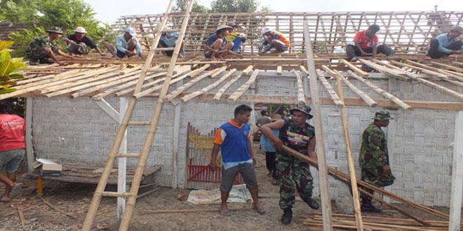 Kodim 0720/Rembang Bantu Korban Angin Puting Beliung