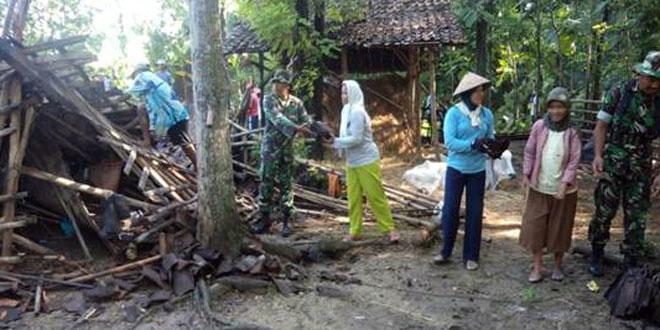 Karya Bhakti Perbaikan Rumah Pasca Bencana Puting Beliung