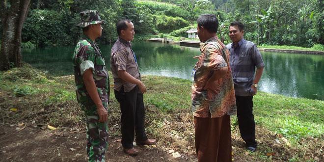 Bapermades Kabupaten Tegal Tinjau Lokasi Karya Bhakti TNI di Desa Muncanglarang