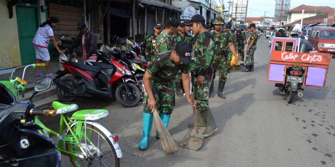 Kodim 0712/Tegal  Mensukseskan Gerakan Peduli Sampah Nasional Tahun 2015