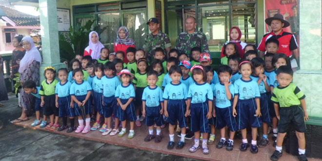 Anak-anak PAUD Mengenal TNI