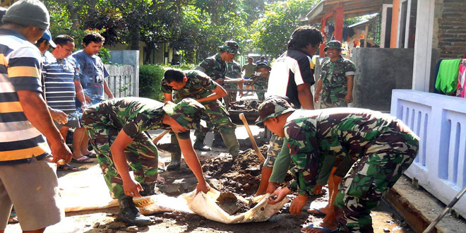Karya Bhakti Peduli Sampah Koramil 08/Bumiayu dan Masyarakat