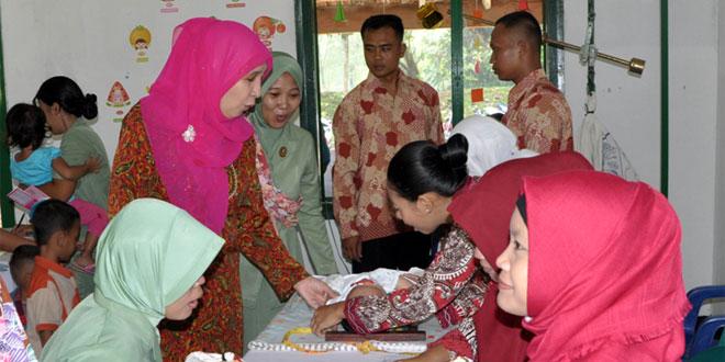 Wakil Ketua Persit KCK Koorcabrem 072/PMK Tinjau Pos KB Kes Terpadu