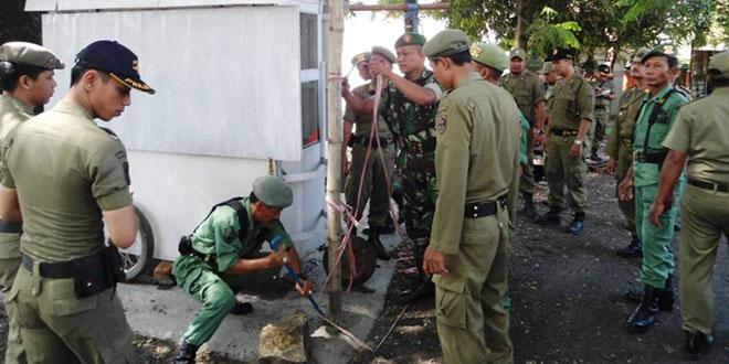 Petugas Gabungan Menertibkan PKL di Wilayah Kec. Cepu