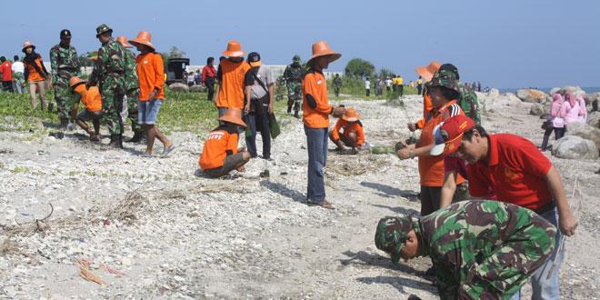 Penanaman 2.000 Pohon di Pantai Jatisari dan Pantai Binangun