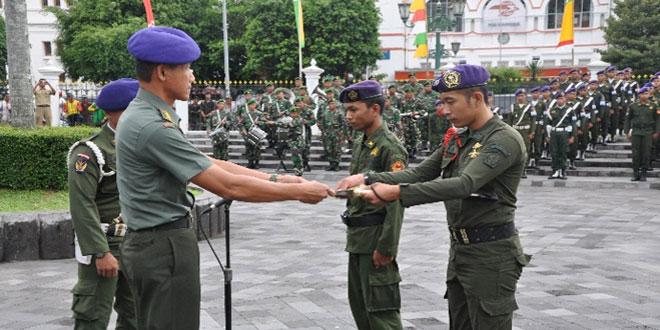 Penerimaan Diksar Menwa oleh Kasrem 072/pamungkas di monumen 1 Maret