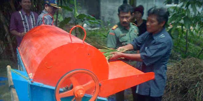 Bimbingan Pengoperasian Mesin Pertanian Bagi Kelompok Tani