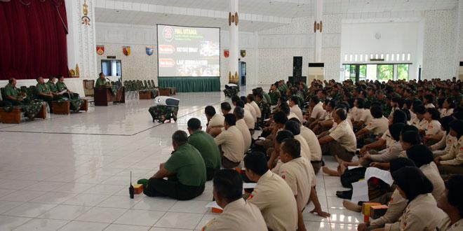 Pengarahan Kasdam IV/Diponegoro Kepada Prajurit dan PNS