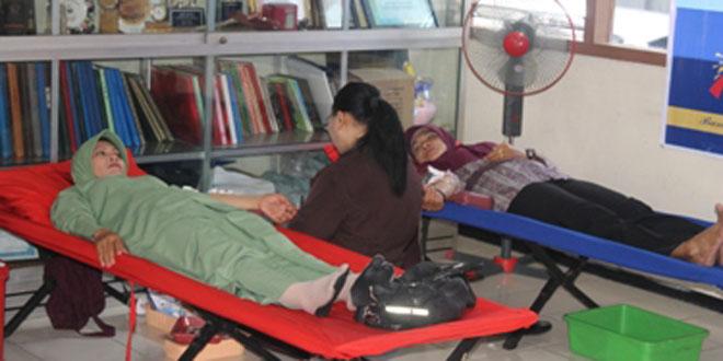 Persit KCK Cab. XLVI Donor Darah Peringati Hari Kartini dan HUT Bank Jateng ke 52 Th. 2015