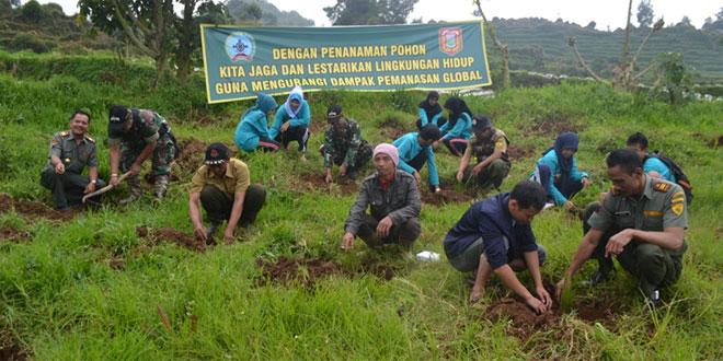 TNI Bersama Perhutani dan Mahasiswa Menanam di Sikunang