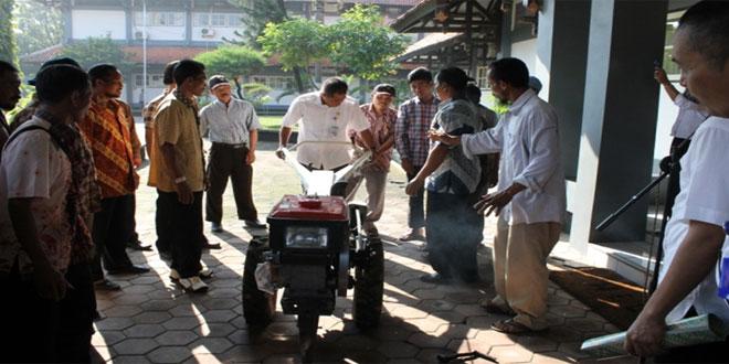 Penyerahan 20 Unit  Hand Tracktor oleh Bupati Karanganyar kepada Perwakilan Gapoktan se Kabupaten Karanganyar