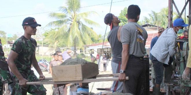 Satgas Pamtas RI-PNG Yonif 400/Raider Bersama Masyarakat Membangun Masjid