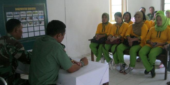 Pengarahan Danramil kepada Persit  Ranting 09/Sambirejo