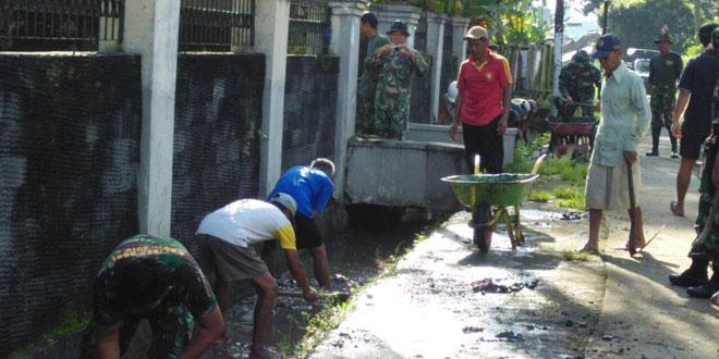 Pembersihan Saluran Irigasi Desa Madyocondro