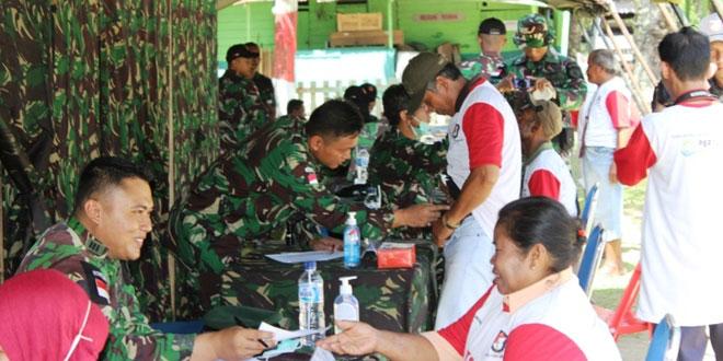 Pengobatan Massal Satgas Yonif 400/Raider di Kabupaten Keerom