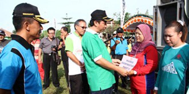 Jalan Sehat Meriahkan HUT ke 136 Kartini