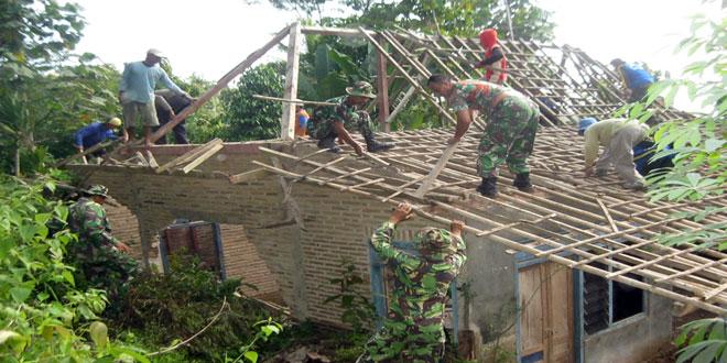 Kodim 0725/Sragen Melaksanakan Karya Bhakti Pasca Bencana Alam di Desa Musuk