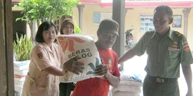 Batuud Koramil-11/Jenar Pantau Pendistribusian Raskin