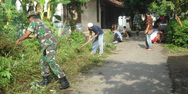 Pembersihan Jalan Desa Gapuro, Warungasem