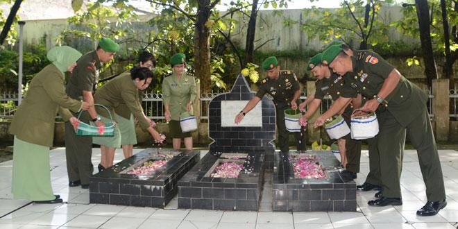 Ziarah Rombongan Dalam Rangka HUT Ke 49  Korem 074/Warastratama