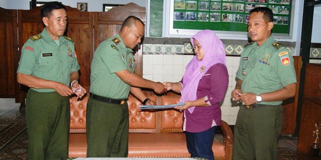 Dandim 0721/Blora Menyerahkan Dana Sosial Gerakan Seribu Rupiah