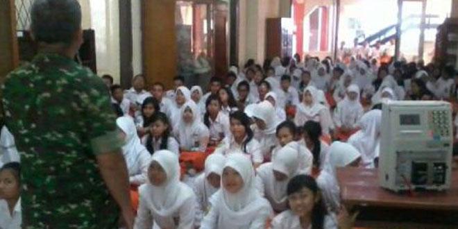 Sosialisasi Penerimaan Taruna Akmil TNI-AD di SMA Kartini Semarang