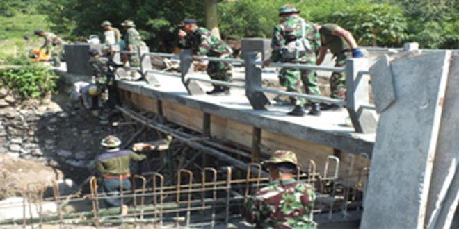 Kegiatan TMMD Bangun Dua Jembatan di Desa Sanetan