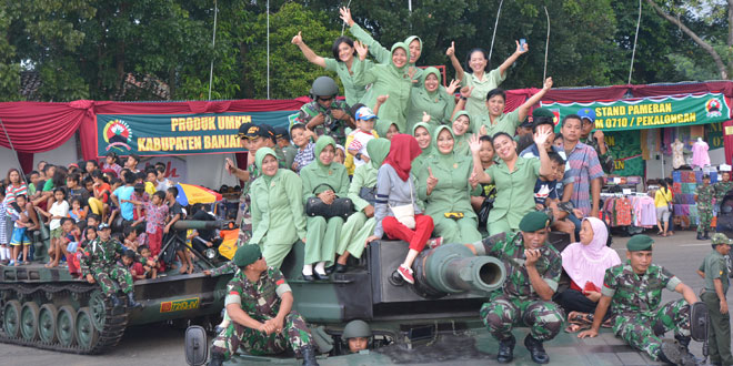 Persit Kartika Chandra Kirana Turut Serta Meriahkan Konvoi Ranpur
